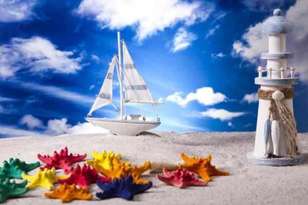 Кораблик и море